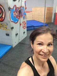 Selfie sourire Valérie Énergie grafitis