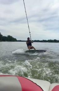 Val wakesurf debout